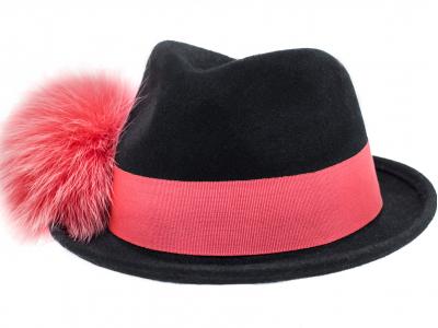 Cappello nero fascia rossa