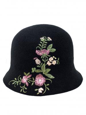Cappello nero con fiori