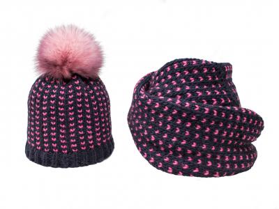 Cappello e sciarpa blu fuxia