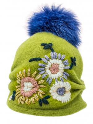 Cappello verde con fiori